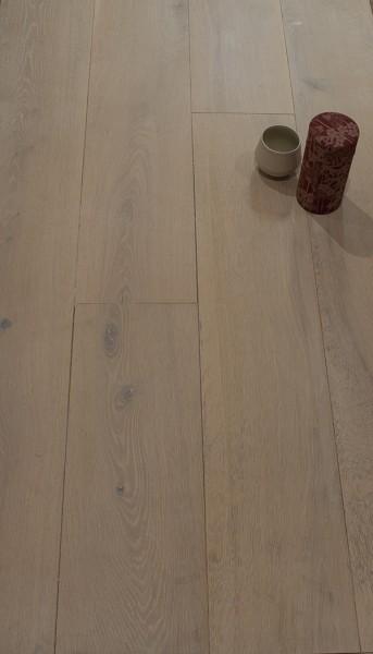 Oberfläche Eiche mit Faxe Laubholzlauge, gelaugt