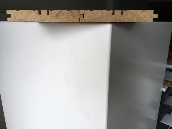 ab 50 m² : Ergänzungsarbeit an massiven Dielen Nuten für die Aufnahme von Edelstahlverlegeklammern